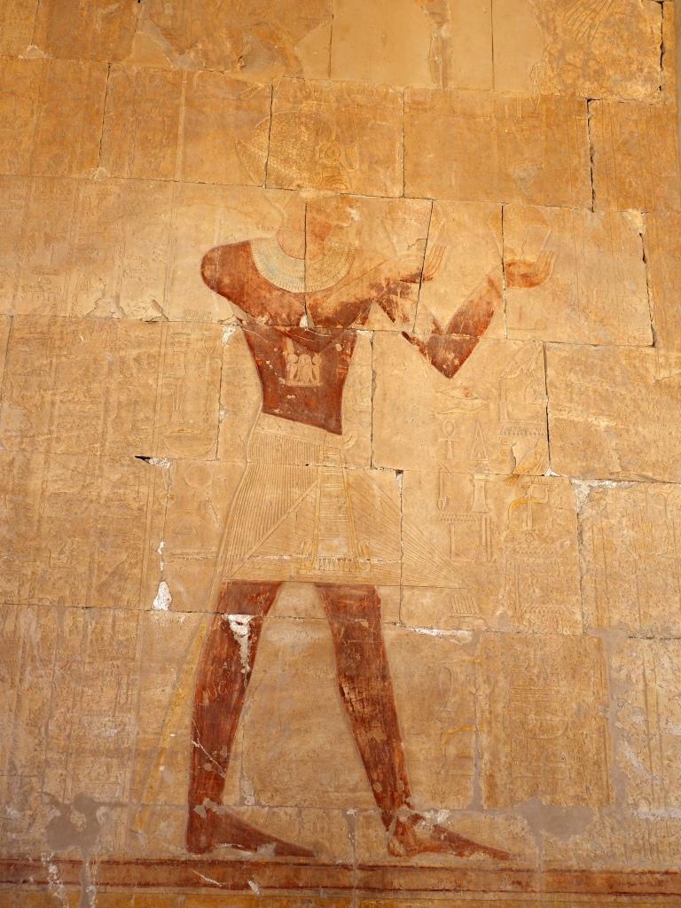 Irgendwann wir manfrau vielleicht feststellen, ob die Pharaonin Hatschepsut ermordert wurde oder ob sie sich zu Tode gecremt hatte. Mit einer Lotion, die krebserregende Substanzen enthielt und in einem Flacon war, der bis in die heutige Zeit erhalten ist.